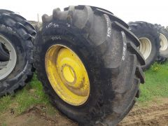 800/70R38 Michelin Tires on John Deere 9560R Tractor Rims