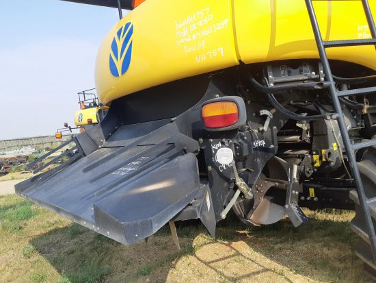 Factory fine cut chopper with PSD. Off New Holland CR9080 combine, no cracks/leaks, blades & knives 8/10. Also sold separate.
